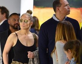Jennifer Lopez nổi bật đi dự sự kiện