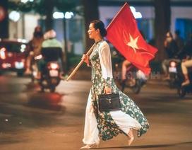 """NSƯT Chiều Xuân mặc áo dài đi """"bão"""" gây """"sốt"""", tâm sự """"bái phục thầy Park"""""""