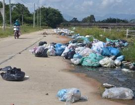 Dân khiếp đảm sống giữa những đống rác bốc mùi