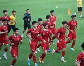 Mới sang Malaysia, HLV Park Hang Seo cho tuyển Việt Nam tập vào giữa trưa