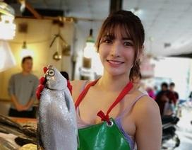 Chỉ bán cá ngoài chợ, gái trẻ cũng nổi tiếng vì quá xinh đẹp