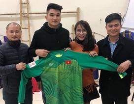 Chiếc áo của thủ môn Bùi Tiến Dũng được đấu giá 30 triệu đồng