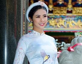 """Hoa hậu Ngọc Hân bị """"tra khảo"""" chuyện lấy chồng ngày giáp Tết"""