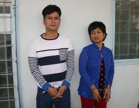Thua bạc tại Campuchia, hai mẹ con vận chuyển tiền thuê về Việt Nam thì bị bắt
