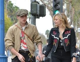 Brooklyn Beckham ra phố cùng bạn gái hơn 3 tuổi