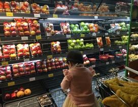 """Hoa trái, bánh kẹo Thái, Trung, Hàn đua nhau """"đón Tết"""" Việt Nam"""