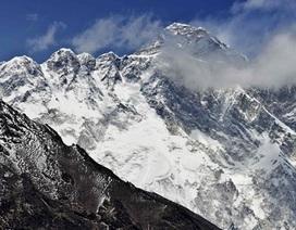 """Trung Quốc bị tố """"thay đổi"""" chiều cao đỉnh Everest"""