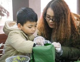 Học sinh Hà Nội gói bánh chưng trao tặng những mảnh đời khó khăn