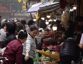 """Phiên cuối năm tại """"chợ nức tiếng"""" giữa lòng phố cổ Hà Nội"""