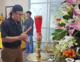 Đồng nghiệp tiếc thương đưa tiễn nghệ sĩ Nguyễn Hậu về nơi xa