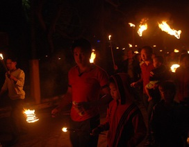Quảng Bình: Ngư dân làng biển và tục xin lửa đêm giao thừa