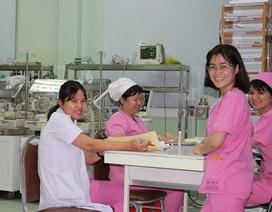 Ở bệnh viện, các bác sĩ đón giao thừa như thế nào?