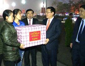 Phó Thủ tướng Vương Đình Huệ chúc Tết các công nhân môi trường
