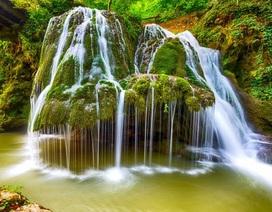 Đẹp mê mẩn những thác nước hùng vỹ nằm trong rừng sâu