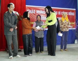 Hoa hậu vì cộng đồng Trần Huyền Nhung từ thiện đầu năm tại quê hương