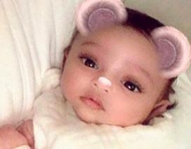 Kim Kardashian lần đầu để lộ mặt em bé thứ 3