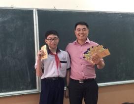 Thầy giáo mừng 200 bao lì xì cho học sinh ngày đầu đi học