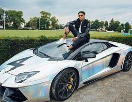 Aubameyang khiến người hâm mộ sốc với siêu xe và gái đẹp