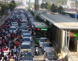 Hà Nội: Đề nghị cấm xe Uber, Grab hoạt động trên 11 tuyến phố