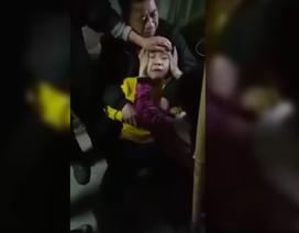 Xôn xao clip bé trai phát tiếng chó sủa vì bệnh dại