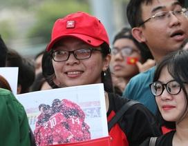 U23 Việt Nam kéo phái nữ tới sân bóng