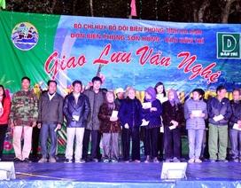 Báo Dân trí đồng hành với nhiều đơn vị tặng 120 suất quà tới bà con xã biên giới Sơn Hồng