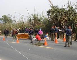 Hai người đi xe máy bị xe tải tông chết thảm