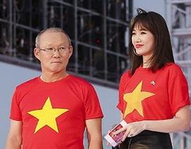 Hari Won hào hứng làm phiên dịch cho huấn luyện viên Park Hang Seo