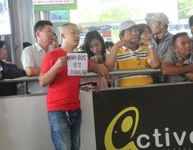 Việt kiều về quê ăn Tết, một người về mà 16 người đón, tiễn!