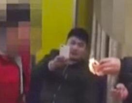 Trung Quốc phạt hai thanh niên châm lửa đốt tiền đọ giàu