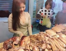 Người mẫu vô danh bỗng dưng gây sốt vì ra chợ… bán thịt