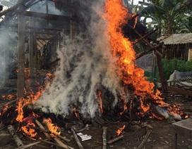 Mẹ ôm con  thoát khỏi căn nhà bốc cháy ngùn ngụt