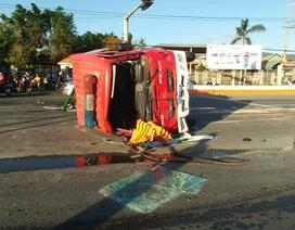 """Trên đường đi khống chế """"Bà hoả"""", xe cứu hỏa tông liên tiếp 3 ô tô"""