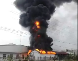 Lửa bùng lên dữ dội trong khu công nghiệp ở Hải Phòng