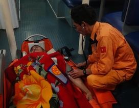 Vượt biển trong đêm cứu thuyền viên Philippines bị nhồi máu cơ tim