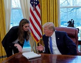 """Trước khi từ chức, nữ cố vấn xinh đẹp bị ông Trump """"nổi đóa"""" mắng mỏ?"""