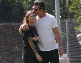 Gavin Rossdale hạnh phúc bên bạn gái kém 24 tuổi