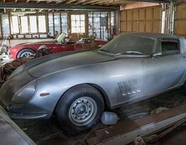Cặp siêu xe bị bỏ quên 27 năm phủ đầy bụi bất ngờ bán được 81 tỷ đồng