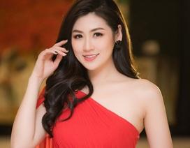 Á hậu Tú Anh diện đầm xéo vai khoe da trắng nõn
