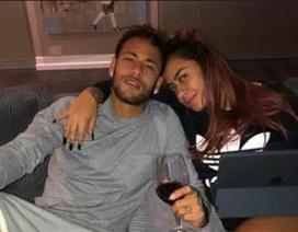 """Neymar """"quẩy tung trời"""" trong tiệc sinh nhật của em gái"""