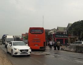 Quốc lộ 1A ách tắc kéo dài sau hai vụ tai nạn liên tiếp