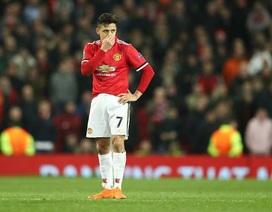 """Alexis Sanchez: """"Bóng ma vật vờ"""" ở Old Trafford"""