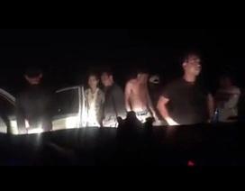 Hai nhà báo bị nhóm côn đồ chặn xe trên đê sông Hồng trong đêm