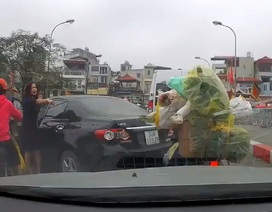 Có thể xử phạt nữ tài xế quay xe trên cầu, gây gổ với người đi xe máy như thế nào?