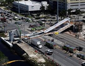 Sập cầu đi bộ vừa lắp ráp ở Mỹ, ít nhất 6 người chết