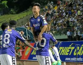 Quang Hải đá chính, CLB Hà Nội lên ngôi đầu bảng V-League