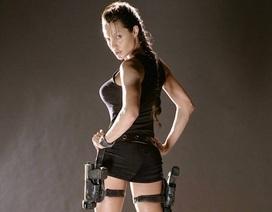 """""""Truyền nhân"""" Angelina Jolie bị chê bai vì vòng một kém nở nang"""