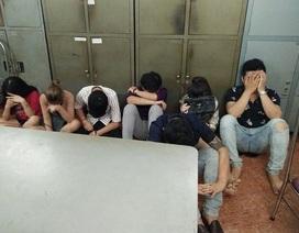 Đột kích quán karaoke lúc sáng sớm, phát hiện hàng chục người dùng ma túy