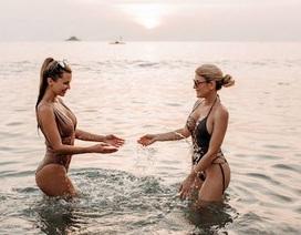 Bạn gái Fellaini khoe dáng bốc lửa bên bờ biển Đông Nam Á