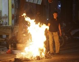 Lửa đốt vàng mã bập bùng khắp Hà Nội ngày rằm tháng Giêng